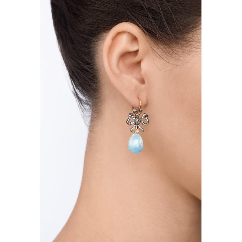 Blue opal set with a charming bow